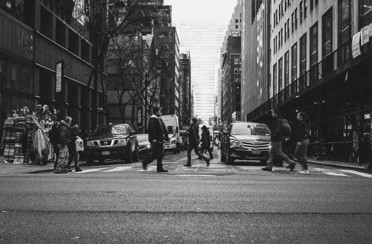 parem-apenas-parem-na-faixa-de-pedestres