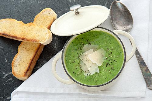 Skinny Pesto Pea Soup – Winter Warmer