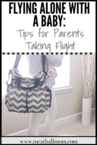 The idea of flying alone with a baby, can seem like a giant task and a huge headache. But don't worry--- we've got you covered! These tips are sure to make for a smoother flight. #flyingtips #firstflight #flyingwithbaby #flyingwithkids #flyingwithinfant #flyingalonewithababy #babytravel #familytravel
