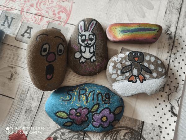 Rybarova Zaneta painted stones