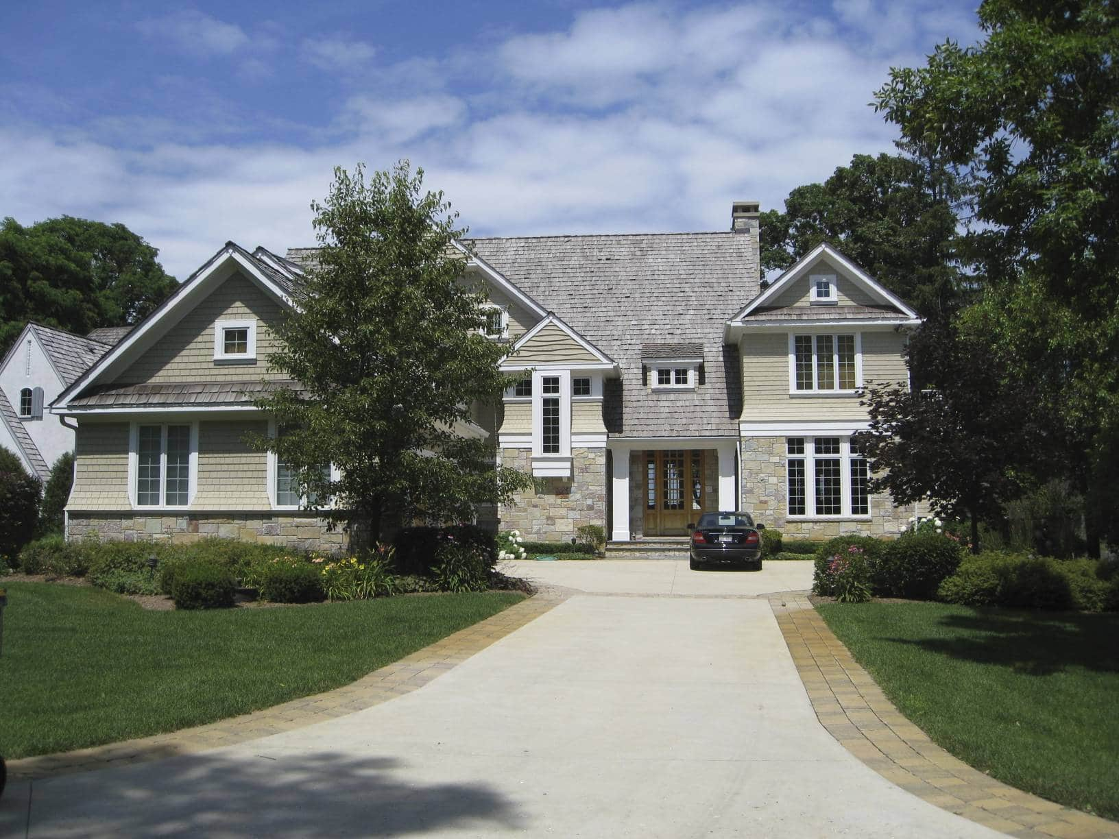 twin lakes house front view from drive