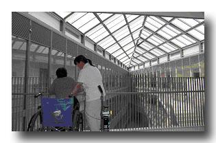 私たちは、全館を使ったリハビリテーションを提供します。