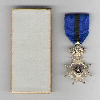 Order of Leopold II, civil division, knight (Ordre de Léopold II, division civile, chevalier / Orde van Leopold II, burgerlijke afdeling, ridder), post-1951 issue in pasteboard box of issue by P. De Greef of Brussels