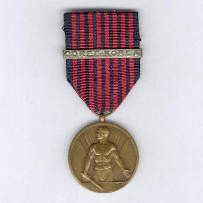 Medal of the War Volunteer with 'COREE-KOREA' bar (Médaille du Volontaire de Guerre avec barrette 'COREE-KOREA' / Medaille van de Oorlogsvrijwilliger met 'COREE-KOREA' gesp)