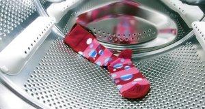 laundry-washing-machine-missing-sock-1461585006-large-article-0