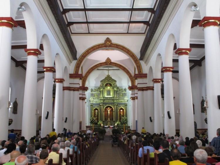 The central nave inside Iglesia de Nuestra Señora