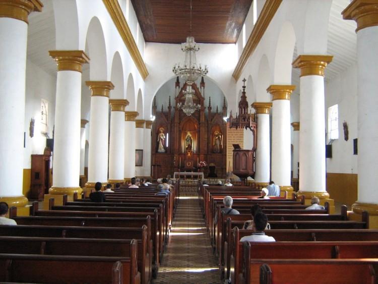 The central nave inside Iglesia de Nuestra Senora de los Dolores (photo by SajoR)