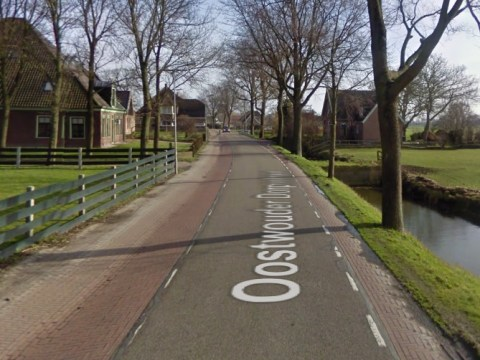 De plek van het ongeval op de Oostwouder Dorpstraat in Oostwoud