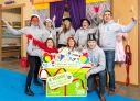 De scholeninzamelactie van Wecycle leverde naast veel afgedankte apparaten een sponsorcheque op van 10.000 euro voor Stichting Jarige Job