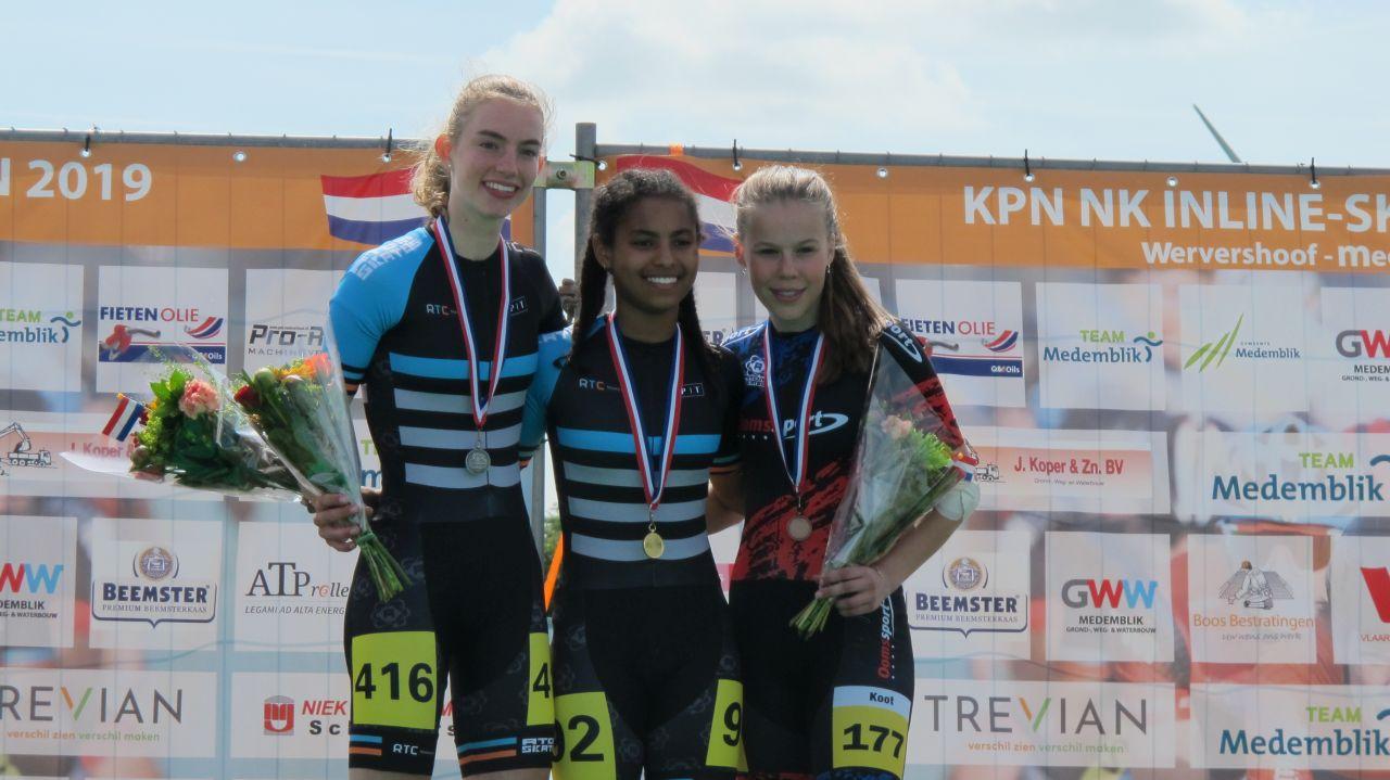 Nederlands kampioen Lathaesa Narain geflankeerd door de nr. 2 Iris Tiben en de nr. 3 Patricia Koot (Foto: Skeelernieuws.nl)