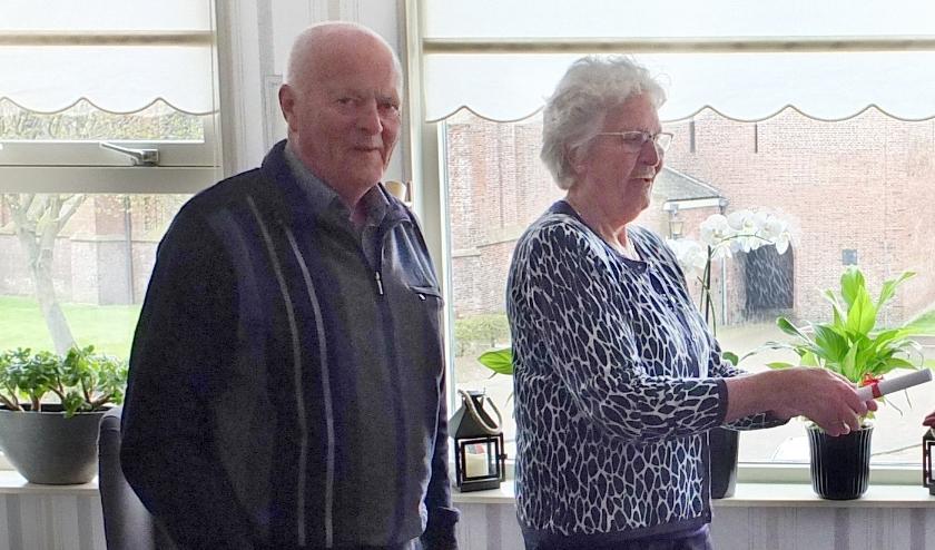 Piet en Rita nemen felicitaties in ontvangst. ((Foto: aangeleverd))