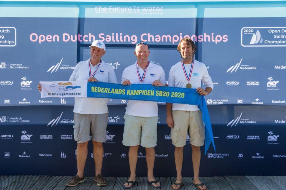 foto: Van der Velden, Kop en Van der Meijden in de SB 20 (fotograaf Klaas Wiersma)