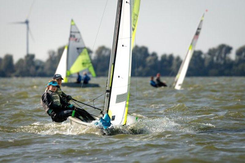 foto: Van den Acker en Van den Berg in de RS Feva (fotograaf Klaas Wiersma)