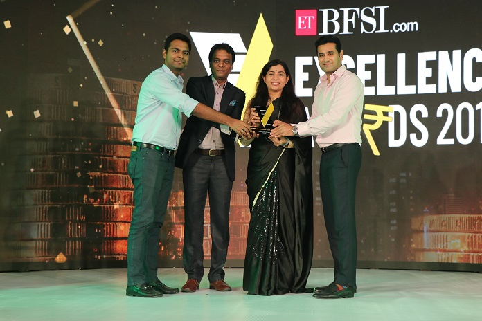 IndiaLends' co-founders receiving the ETBFSI Excellence award