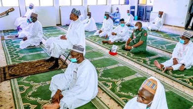 Photo of Buhari Attends Jumat Prayer