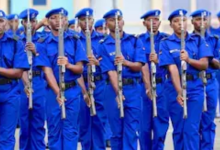 Photo of Nairobi police officers forced to wear new uniforms to work