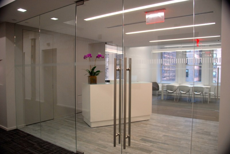 glass-office-door-amazing-decoration-4