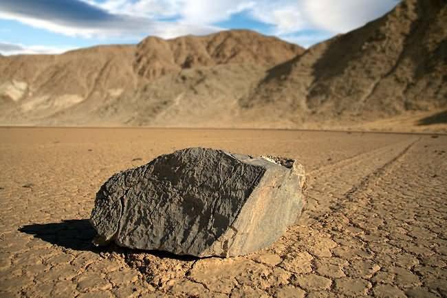 Sailing-Stones-Death-Valley-USA.jpg