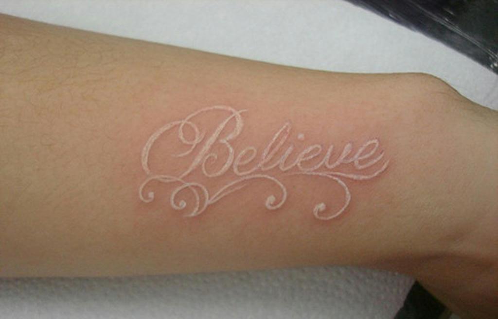 Resultado de imagen de tatuajes en tinta blanca