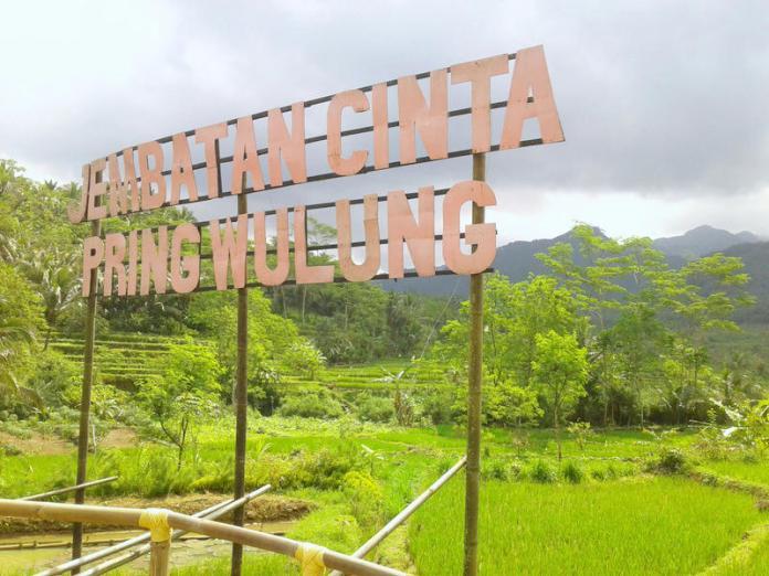 Tulisan Jembatan Cinta Pring Wulung