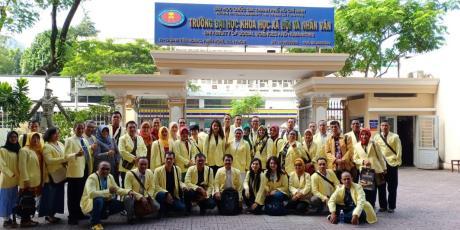 Para Srikandi Universitas Negeri Semarang di Ho Chi Minh University Vietnam