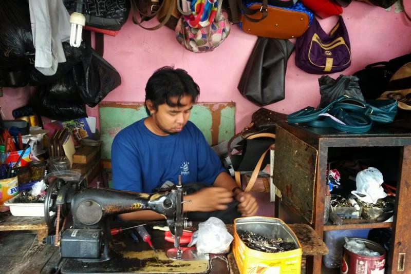 Bisnis Reparasi Sepatu dan tas