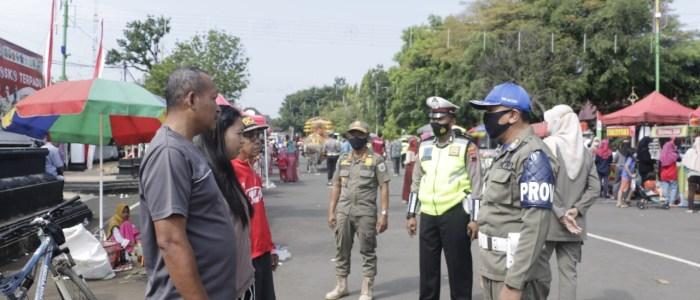 Gencar Operasi Yustisi, Petugas Gabungan di Batang Ingatkan Prokes ke Masyarakat