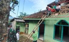 Permalink ke Koramil 04/Karangkobar Bersama Warga Masyarakat Kerja Bakti Rehab Mushola