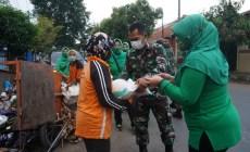 Permalink ke Jumat Berkah, Persit KCK Cabang XXIV Kodim Batang Berbagi Paket Beras Beserta Masker Kepada Masyarakat Kurang Mampu