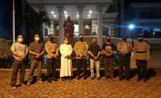 Permalink ke Bersamaan Hari Raya Idul Fitri dan Peringatan Isa Al Masih, Kapolres Pekalongan Kota Pastikan Kegiatan Keagamaan Aman