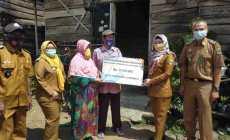 Permalink ke Bupati Tanggamus Hj. Dewi Handajani, SE.MM., Memberikan Bantuan Bedah Rumah dan Paket Sembako