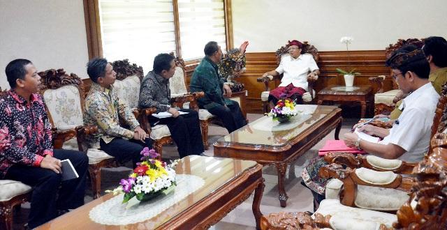 Gubernur Bali Wayan Koster menerima audensi Kepala Kantor Wilayah Direktorat Jenderal Kekayaan Negara (DJKN) Bali dan Nusa Tenggara Ngakan Putu Tagel
