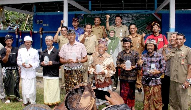 Aksi Gerakan Pengendalian OPT tanaman Kopi (Hama PBKo) yang bertempat di Desa Kebon Padangan, Banjar Kaliukir, Pupuan, Kabupaten Tabanan