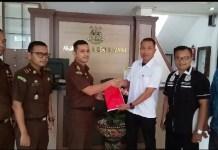 Tim Sentra Gakkumdu Limpahkan Berkas Ketua KPPS TPS 29 Delod Peken ke Kejaksaan Negeri Tabanan