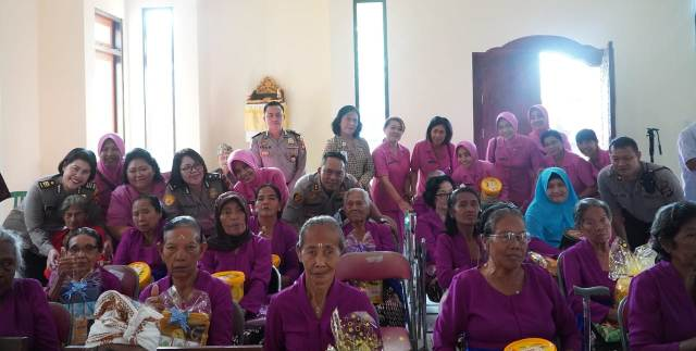 Sambut HUT Bhayangkara ke 73, Waka Polresta Denpasar Kunjungi Panti Sosial Tresna werda Wana Seraya