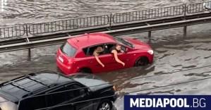 Наводнение в Киев – метрото е затворено, улиците са наводнени (видео)