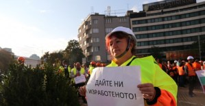 Още 220 милиона лева за пътни фирми след протеста пред Народното събрание.