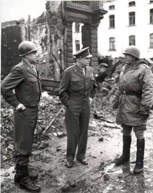 Les généraux américains après la bataille.