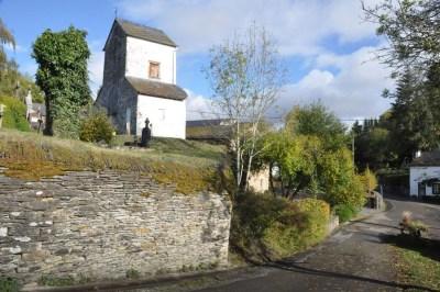 Ollomont- la chapelle sur un piton rocheux