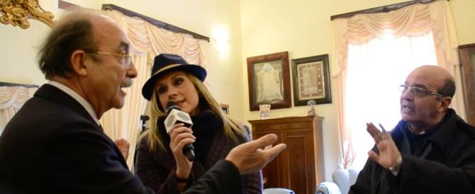 Taranto en Italie - Dom Camillo et Peppone sont de retour : le curé voit rouge contre le maire communiste au sujet des immigrés
