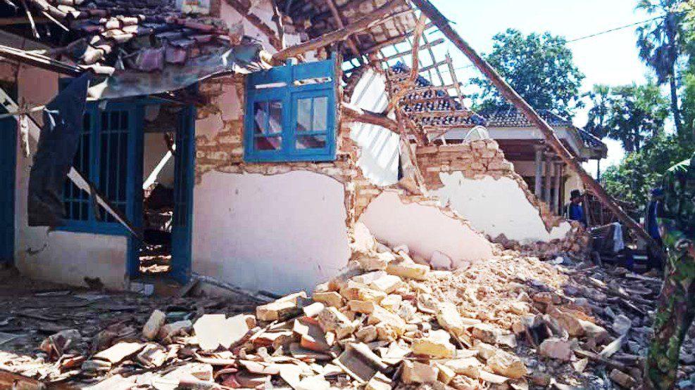 Gempa 6,4 SR Guncang Jawa Timur dan Bali, 3 Meninggal