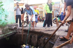 Ketua LPM Baraya Ajak Warga Gotong Royong Bersihkan Lingkungan
