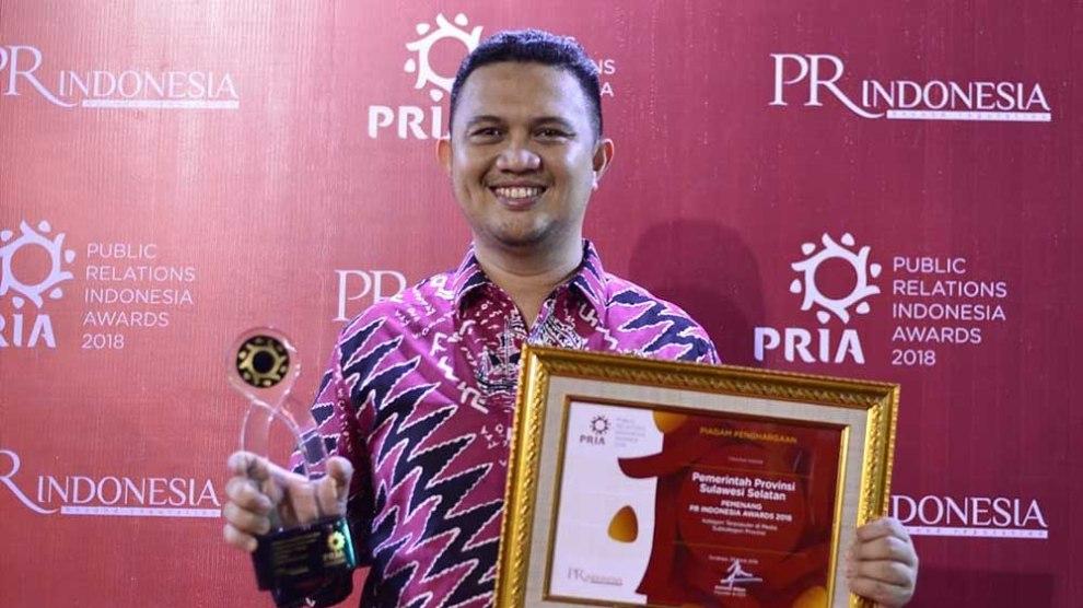 Devo Khaddafi Raih Penghargaan Kepala Biro Humas Provinsi Terbaik 2018