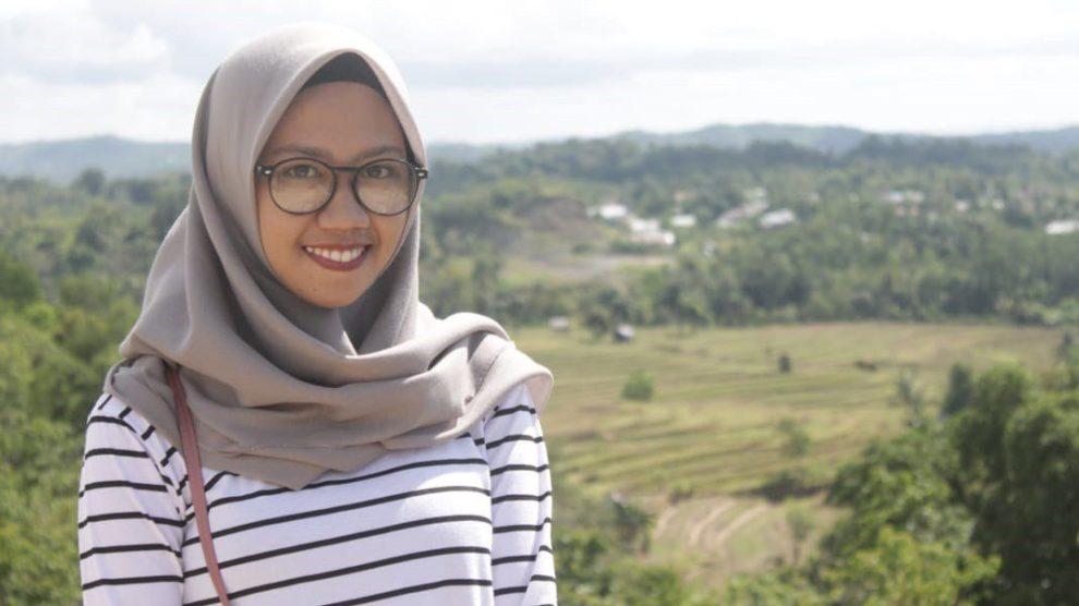 Gadis Cantik Kacamata Ini, Punya Impian Jadi Jurnalis Handal