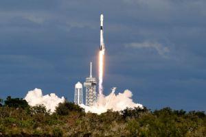 SpaceX Luncurkan 64 Satelit Sekaligus