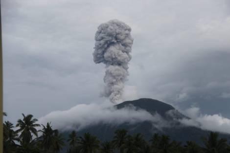 Gunung Ibu Meletus, Status Tetap Waspada