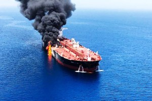 Dua Kapal Tanker Minyak Diserang di Teluk Oman