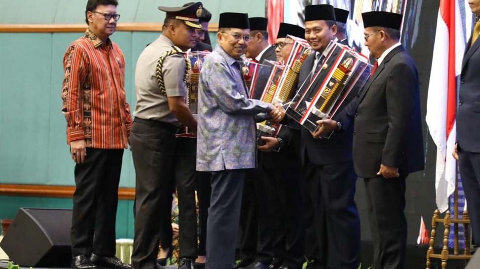 Pemkot Makassar Sabet Penghargaan Tertinggi 'Parasamya Purnakarya Nugraha'