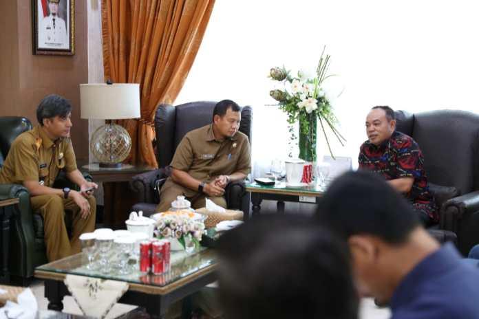 Pemkot Makassar Gandeng Astra Group Bersihkan Kanal Makassar