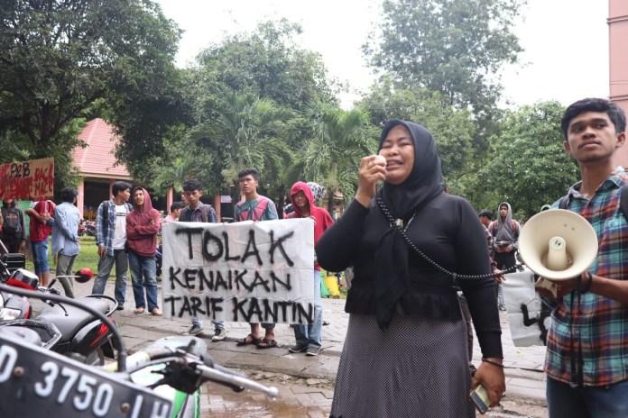 Aliansi Mahasiswa UIN Alauddin Lakukan Aksi